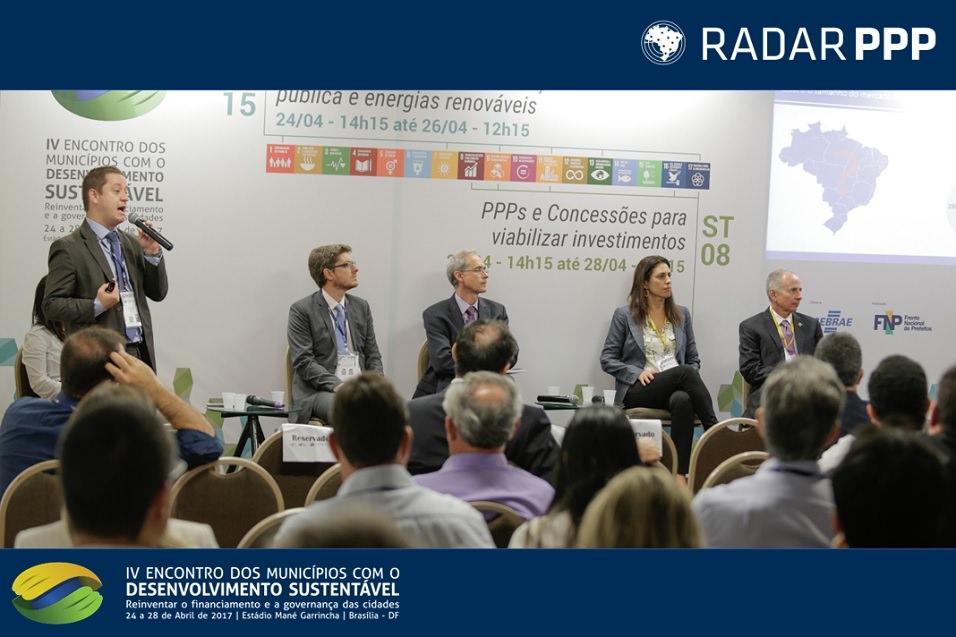 Henrique Pinto, Maria Eduarda Berto e Rodrigo Reis, da Radar PPP, participam de debate no EMDS sobre PPPs